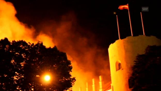 Video «Grossbrand in Rigaer Schloss (unkomm.)» abspielen