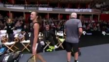 Video «Elton Johns Fall am Charity-Tennisturnier» abspielen