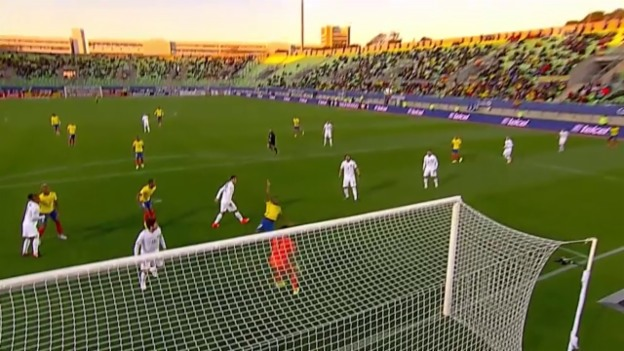 Video «Fussbal: Penaltyszene bei Ecuador - Bolivien» abspielen