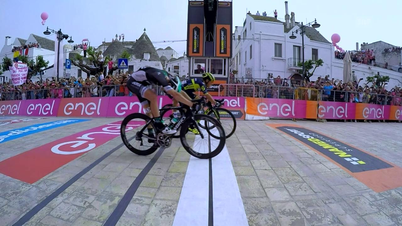 Caleb Ewan sprintet als Erster über die Ziellinie