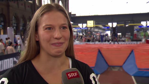 Video «Stabhochspringerin Angelica Moser vor Weltklasse Zürich» abspielen