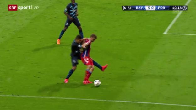 Video «Fussball: Champions League, Viertelfinal, Rückspiel, Bayern - Porto, Thomas Müller bereitet das 5:0 vor» abspielen