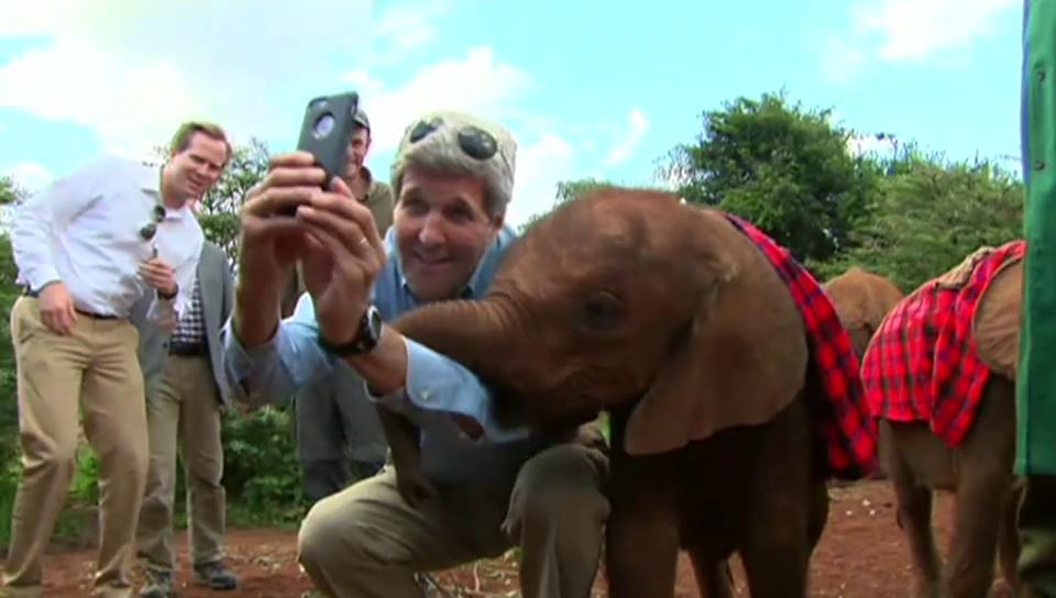 John Kerrys Selfie mit dem Elefanten