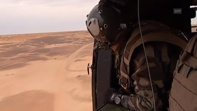 Helikopter kreisen über Truppen in Mali