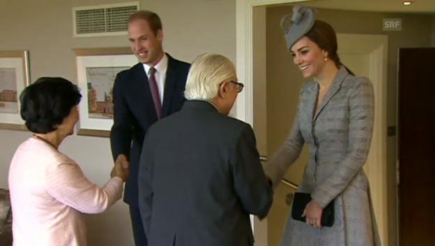 Video «Herzogin Catherine und Prinz William begrüssen das Präsidentenpaar aus Singapur» abspielen