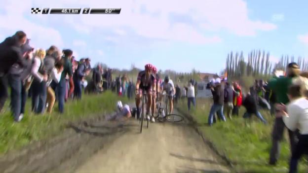 Video «Cancellaras Sturz bei Paris-Roubaix» abspielen