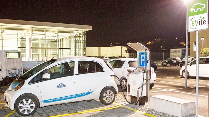 Schnelllade-Netz für Elektroautos verzögert sich