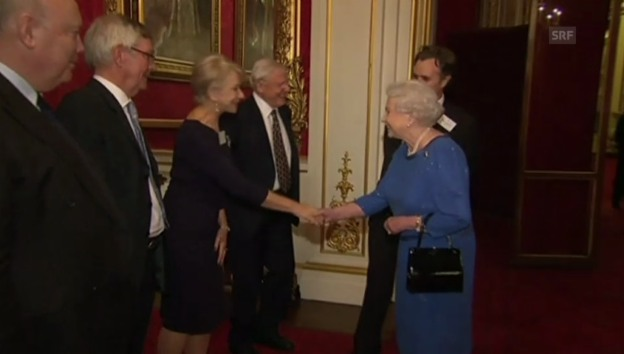 Video «Queen Elisabeth empfängt Hollywood-Stars» abspielen