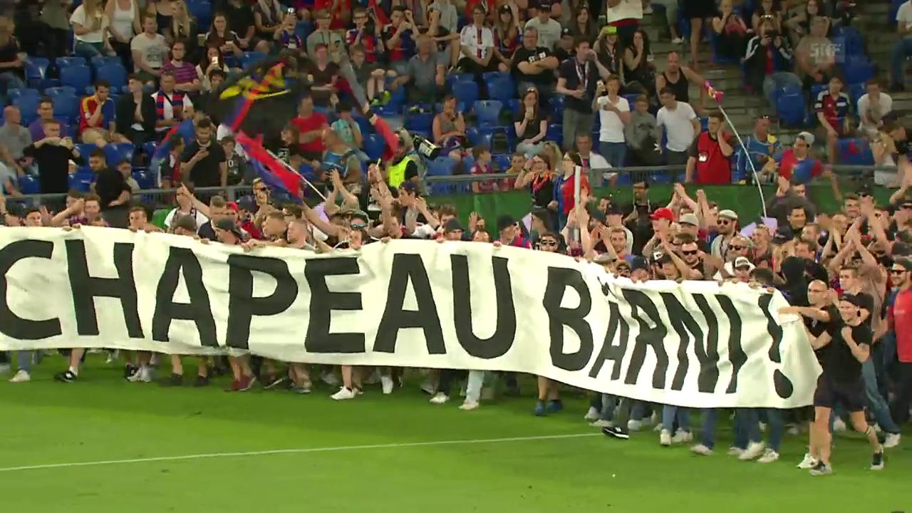 FCB-Fans stürmen den Platz für Heusler