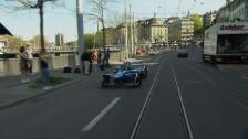 Link öffnet eine Lightbox. Video Buemis Testfahrt durch Zürichs Strassen abspielen