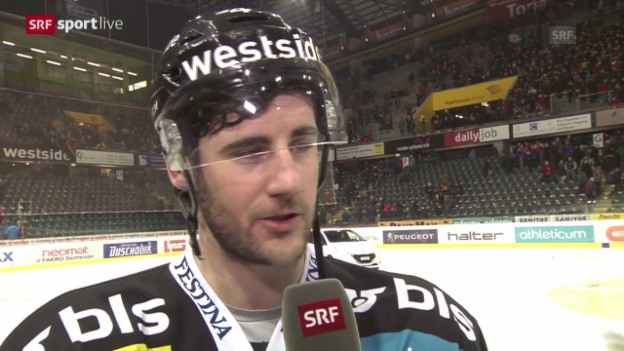 Video «Eishockey: Playoff-Halbfinal, 1. Runde, Bern - Davos, Interview mit Bud Holloway» abspielen
