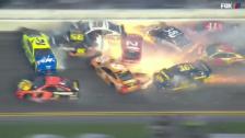 Link öffnet eine Lightbox. Video Feuer und Blechschaden bei Massencrash in Daytona abspielen