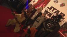 Link öffnet eine Lightbox. Video Star-Wars-Premiere mit Stefanie Heinzmann abspielen