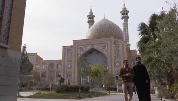 Video «Zu Besuch in Qom» abspielen