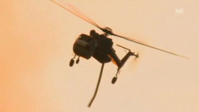 Helikopter im Kampf gegen die Flammen in Kalifornien