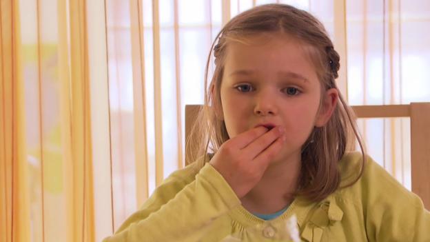 Video «Nina muss immer aufpassen» abspielen