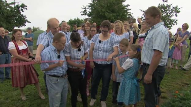Video «Eröffnung des Maislabyrinths und Abschied vom Bauernhof» abspielen