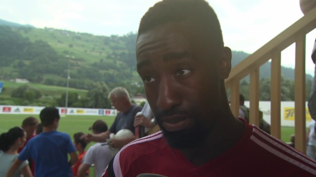 Video «Fussball: HSV-Trainingslager, Djourou im Interview» abspielen
