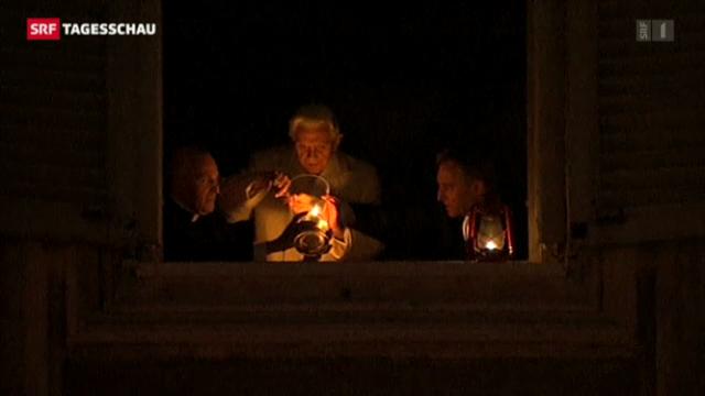Papst zündet Friedenslicht an