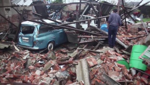 Video «Tornado verwüstet Kleinstadt Dolores (unkomm.)» abspielen