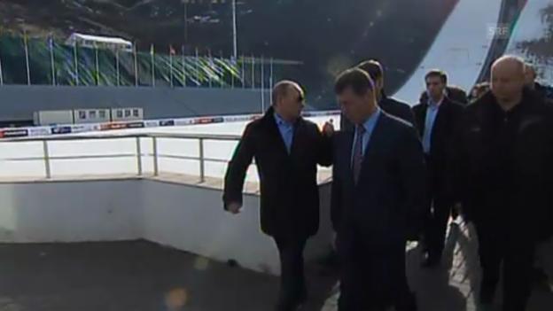 Video «Wladimir Putin besucht Olympa-Sportstätten» abspielen