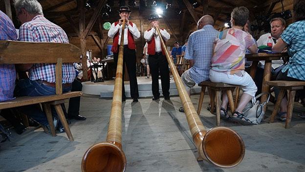 Alphornduo Hibsch Horu: «Us em Bärnbiet»
