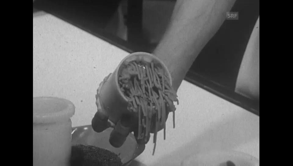 Rundgang durch die Haushaltsgeräte-Messe - Olma 1971 (Antenne)
