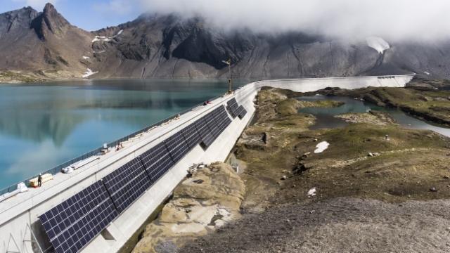 Einweihung der ersten grösseren Solaranlage der Alpen