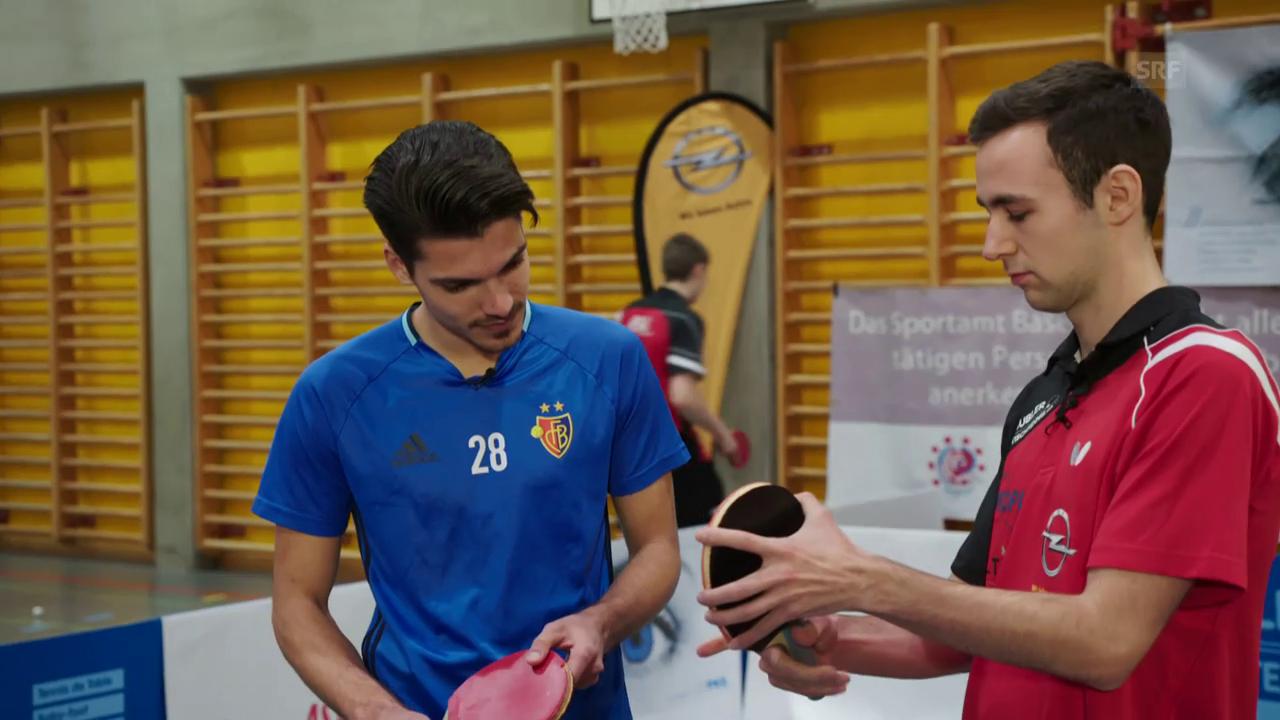 Raoul Petretta nimmt Unterricht beim Tischtennis-Profi