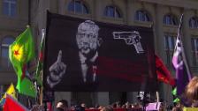 Link öffnet eine Lightbox. Video Erdogan-Plakat sorgt für Verstimmung abspielen