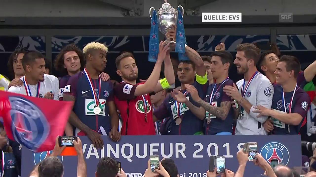 Les-Herbiers-Captain darf den Pokal mitstemmen