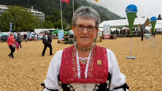 Video «Edith Neff trägt die Appenzeller Werktagstracht» abspielen