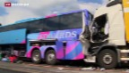 Video «Schwerer Unfall mit Reisecar auf A2» abspielen