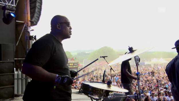 Video «Talib Kweli & The Soul Rebels - «Can I Kick It»» abspielen