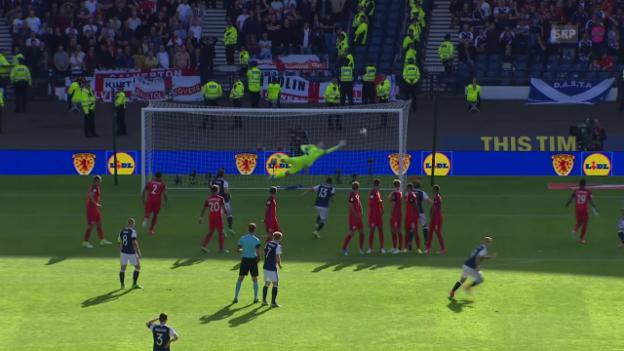Video «Einmal rechts, einmal links: Griffiths trifft zweimal per Freistoss» abspielen