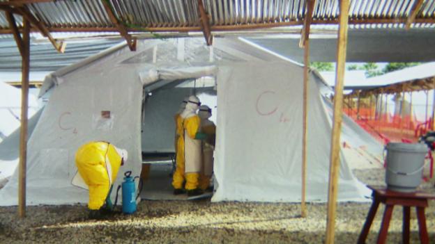 Video «Ebola - Wie ergeht es den Helfern vor Ort?» abspielen