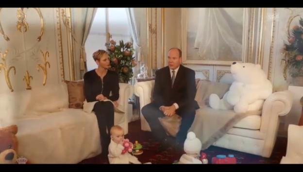 Video «Das Fürstenpaar von Monaco im Baby-Interview» abspielen