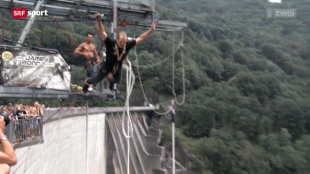 Video «Schwingen: Bruno Gisler beim Bungee Jumping» abspielen