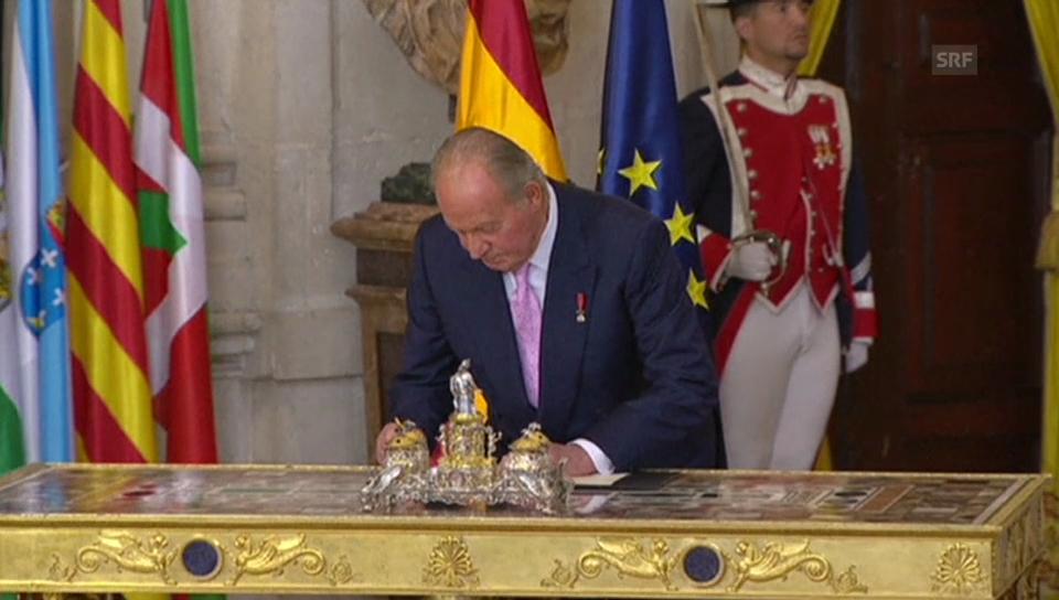 Juan Carlos unterschreibt seine Abdankung (unkommentiert)