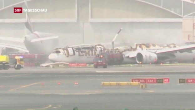 Video «Bruchlandung in Dubai: Wollten die Piloten durchstarten?» abspielen