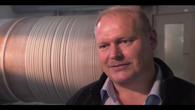 Video «So geht das: Christbaumkerzen-Produktion» abspielen
