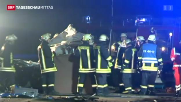 Video «LKW-Unfall fordert Tote» abspielen