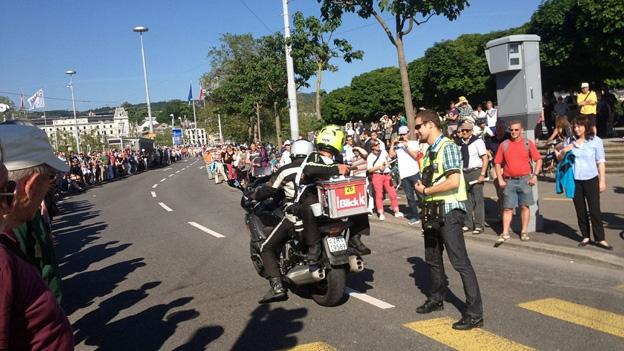 Die Tour de Suisse rast über die Quaibrücke (13.6.2013)