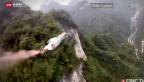 Video «Helifirma stellt Wingsuit-Flüge ein» abspielen