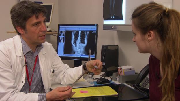 Video «Beinverlängerung – Ein elektrischer Nagel soll Janas Beine richten» abspielen