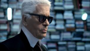 Link öffnet eine Lightbox. Video Karl Lagerfeld abspielen.