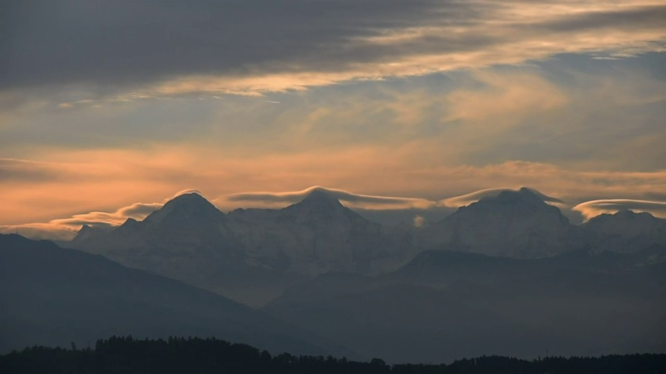 Cap Cloud über den Berner Alpen im Zeitraffer, 12. Oktober, Lukas Wyss