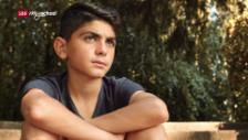 Link öffnet eine Lightbox. Video Ayham – Mein neues Leben abspielen