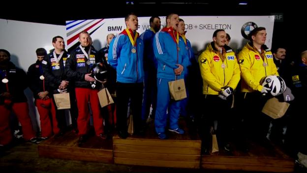 Video «So inbrünstig «singen» die Russen ihre Hymne – da lacht auch Peter» abspielen