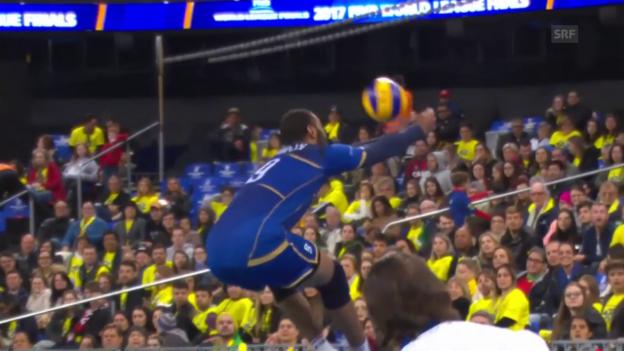Video «Grossartige Rettungsaktion von Volleyballer Ngapeth» abspielen